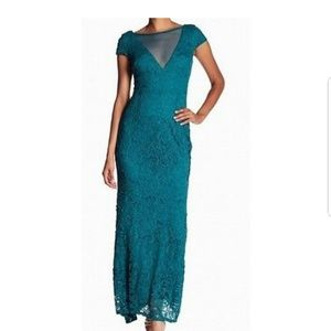 Emerald Green Lace Plunge Evening Gown Dress